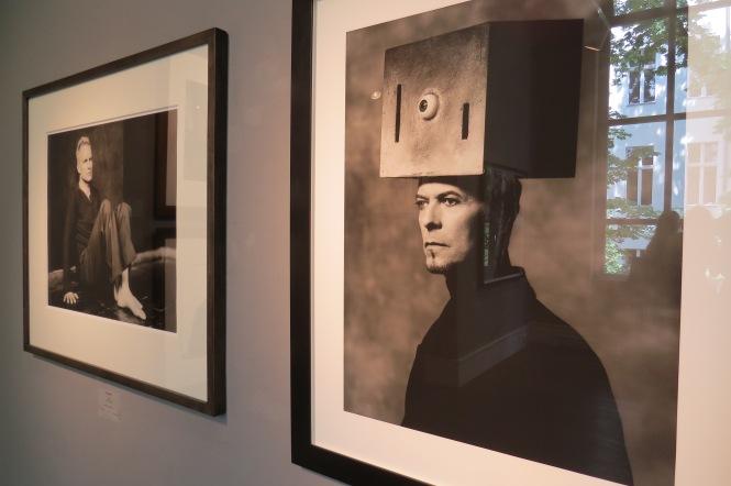 links: Sting; rechts: David Bowie