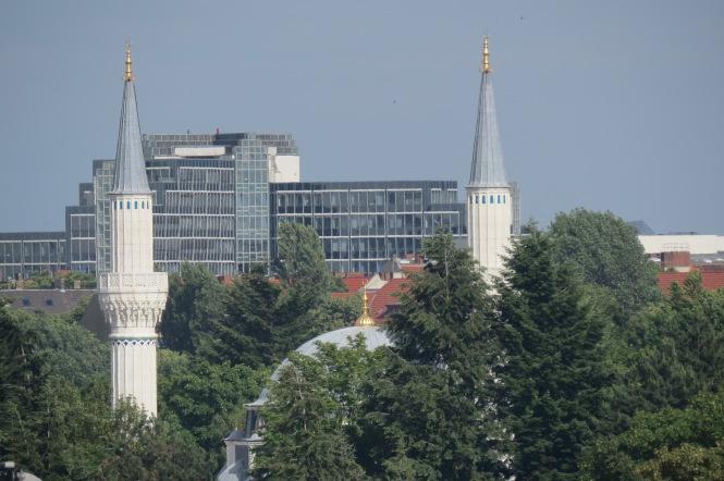 Blick auf die Şehitlik-Moschee