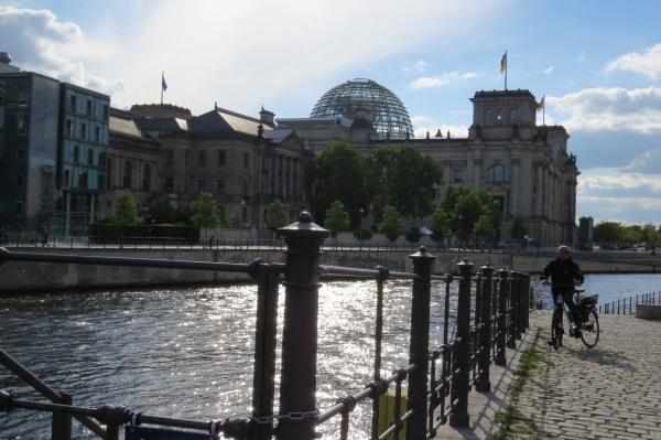 Blick zum Reichstagsgebäude