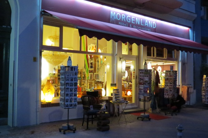 Lampen und Möbel an der Kreuzbergstraße