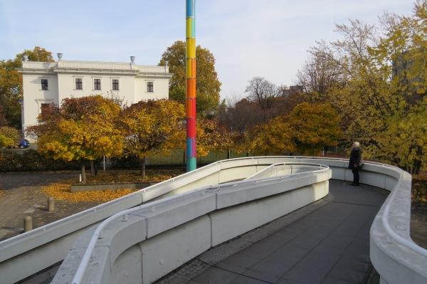 Im Hintergrund: Stiftung Preußischer Kulturbesitz